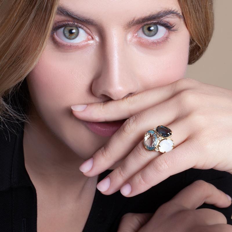 pierścionek-złoty-z-diamentami,-masą-perłową-i-topazami