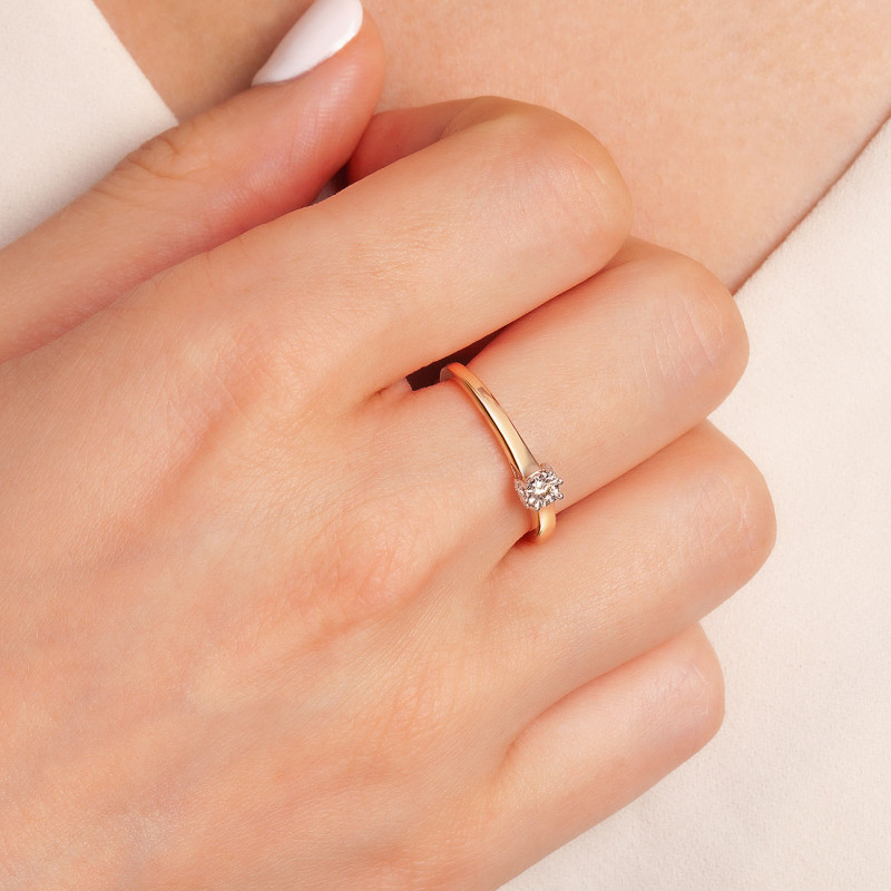 pierścionek-złoty-z-diamentem