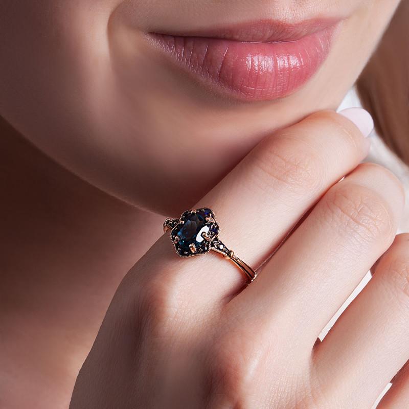 pierścionek-złoty-z-topazem-i-szafirami-kolekcja-wiktoriańska