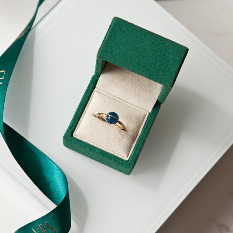 pierścionek-złoty-z-niebieskim-agatem-skarabeusz