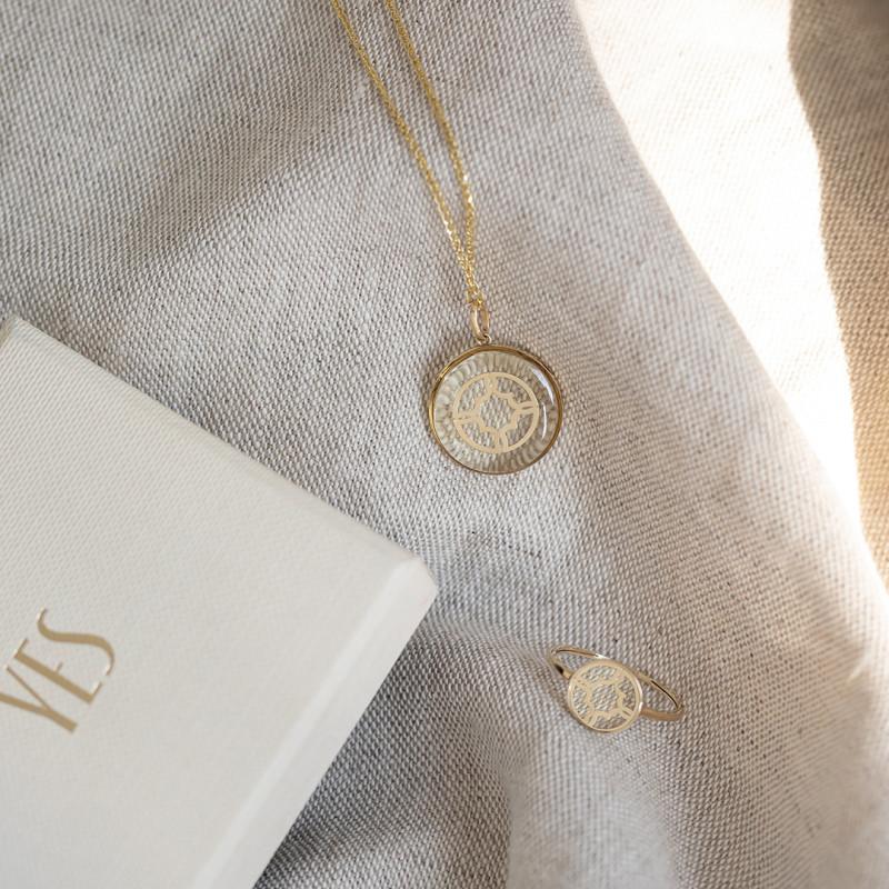 pierścionek-złoty-z-bezbarwną-żywicą-morocco