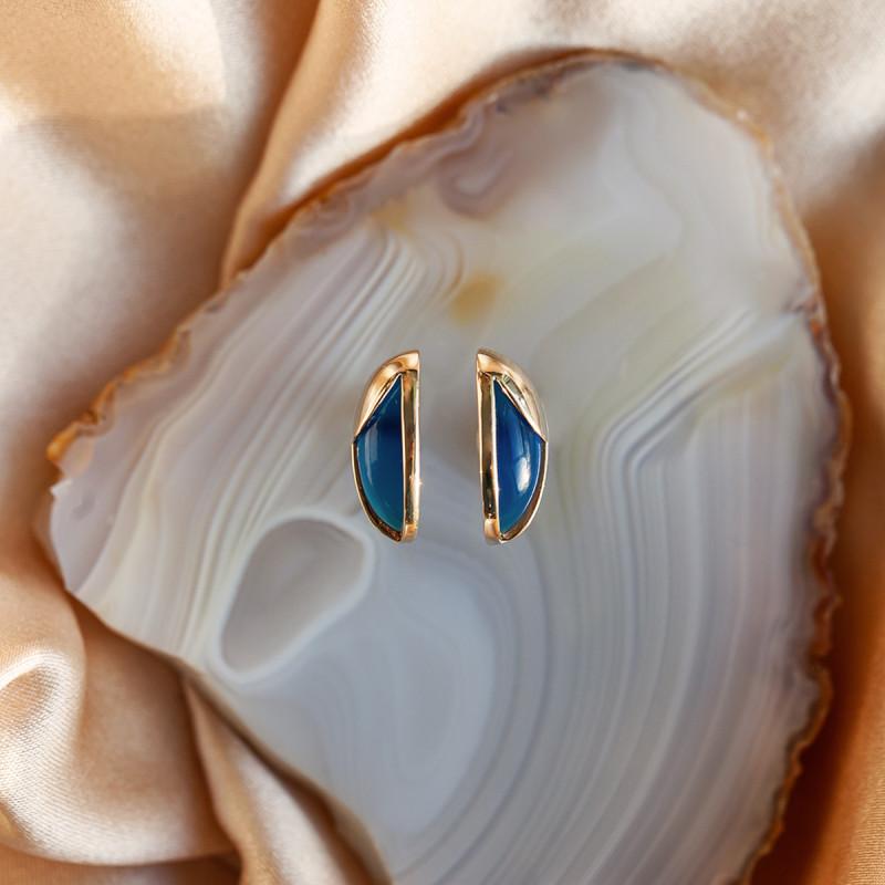 kolczyki-złote-z-niebieskimi-agatami-skarabeusz