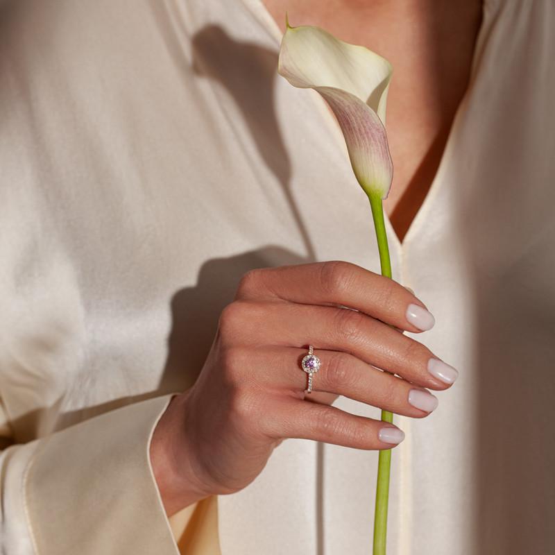 pierścionek-z-różowego-złota-z-różowym-szafirem-i-diamentami-metropolitan