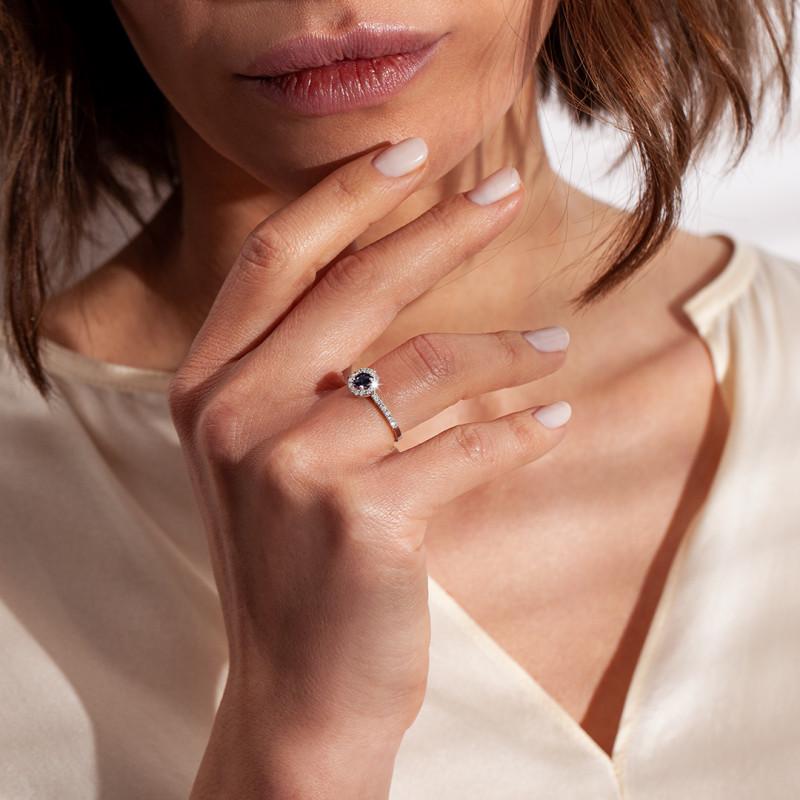 pierścionek-złoty-z-szafirem-royal-blue-i-diamentami-metropolitan
