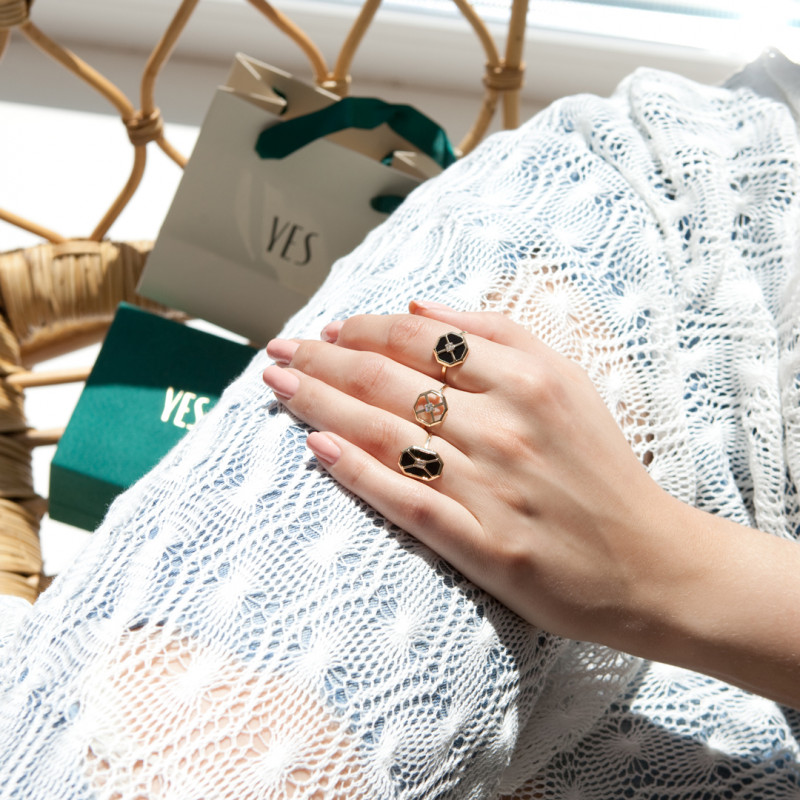 art-deco-pierścionek-złoty-z-onyksem-i-cyrkonią