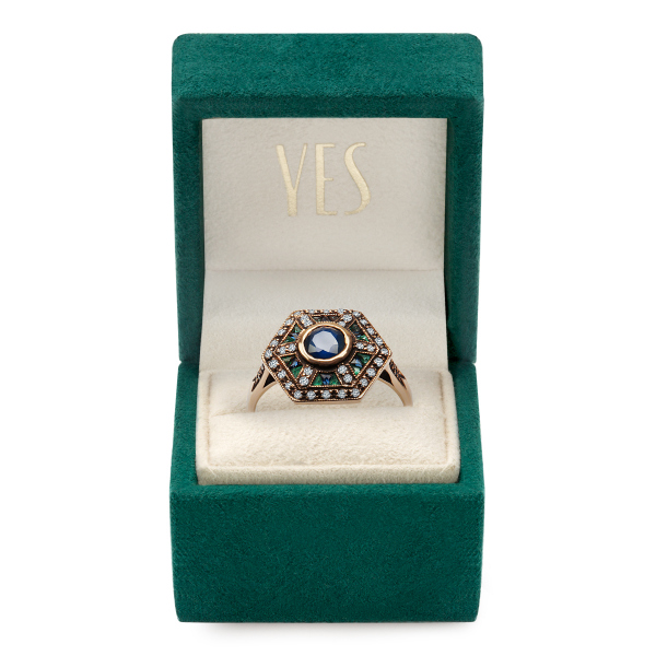Zdjęcie Kolekcja Wiktoriańska - pierścionek ze szmaragdami i szafirami #3