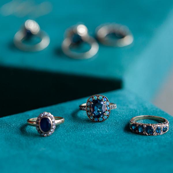 Zdjęcie Kolekcja Wiktoriańska - pierścionek złoty z szafirem i diamentami #5