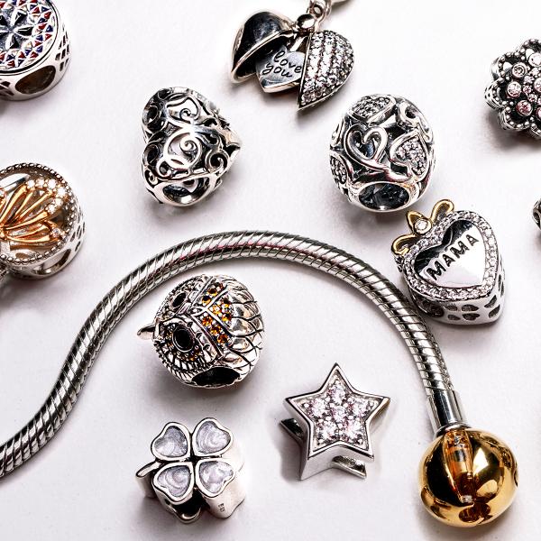zawieszka-srebrna-z-masą-perłową-koniczyna-dots-2