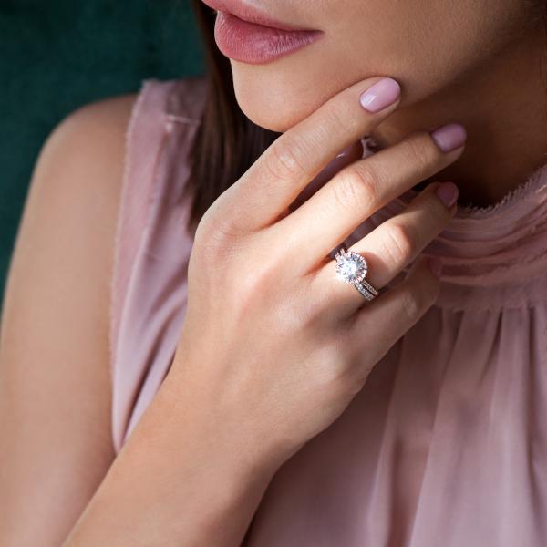 pierścionek-z-różowego-złota-z-diamentami-metropolitan-2