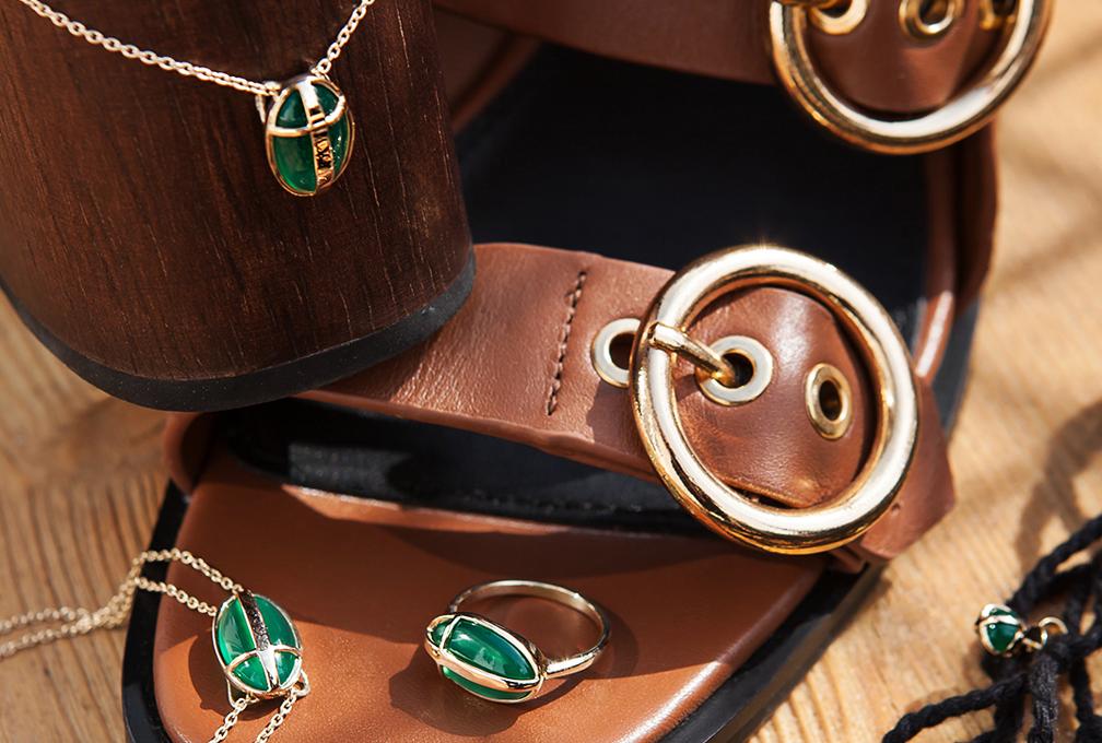 biżuteria z zielonym oczkiem