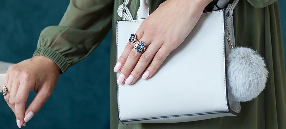 duże pierścionki w stylu wiktoriańskim