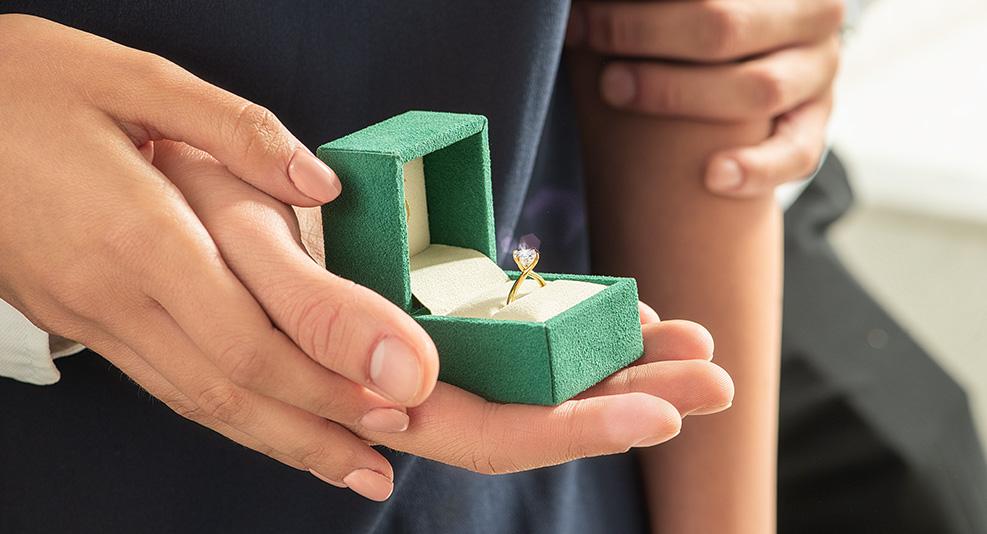 pierścionek z żółtego złota