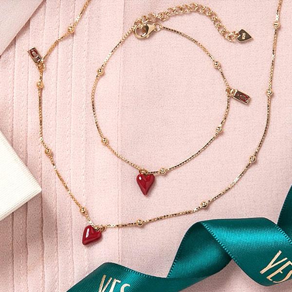 kolekcja-queen-of-hearts-pozlacane-srebro-bransoletka-emalia-w-ksztalcie-serca