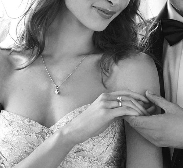 kolekcja-amore-pierscionek-zareczynowy-z-Diamentem-Idealnym-YES-dla-wrazliwych-i-delikatnych-kobiet-naszyjnik-z-diamentem