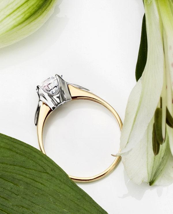 kolekcja-amore-pierscionek-zareczynowy-z-zoltego-zlota-Diament-Idealny-YES