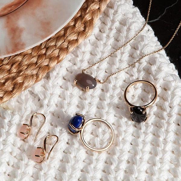 kolekcja-aura-zolte-zloto-naszyjnik-z-agatem-kolczyki-z-agatem-pierscionek-z-onyksem-pierscionek-z-lapis-lazuli