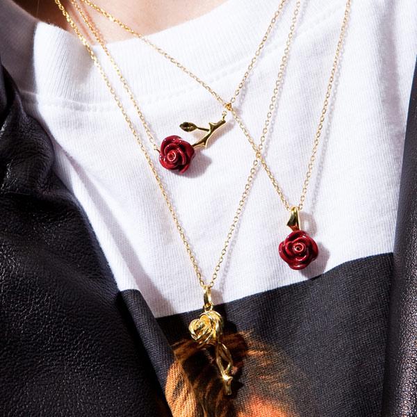 kolekcja-rosarium-naszyjniki-z-pozlacanego-srebra-z-motywem-rozy-intrygujacy-charakter