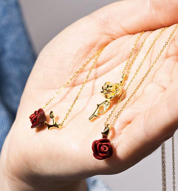 kolekcja-rosarium-srebrne-pozlacane-naszyjniki-z-motywem-rozy-namietnosc-milosc-czystosc-odwaga