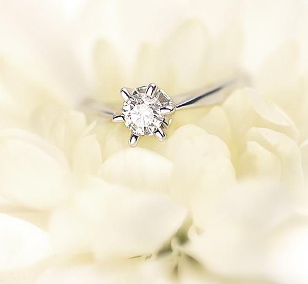 kolekcja-stella-pierscionek-zareczynowy-z-diamentem-biale-zloto-klasyczny-diament-Diament-Idealny-YES-wiekszy-blask