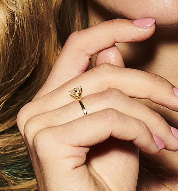 kolekcja-valentine-pierscionek-zareczynowy-z-diamentem-z-zoltego-zlota-niezwykly-blask-Diament-Idealny-YES