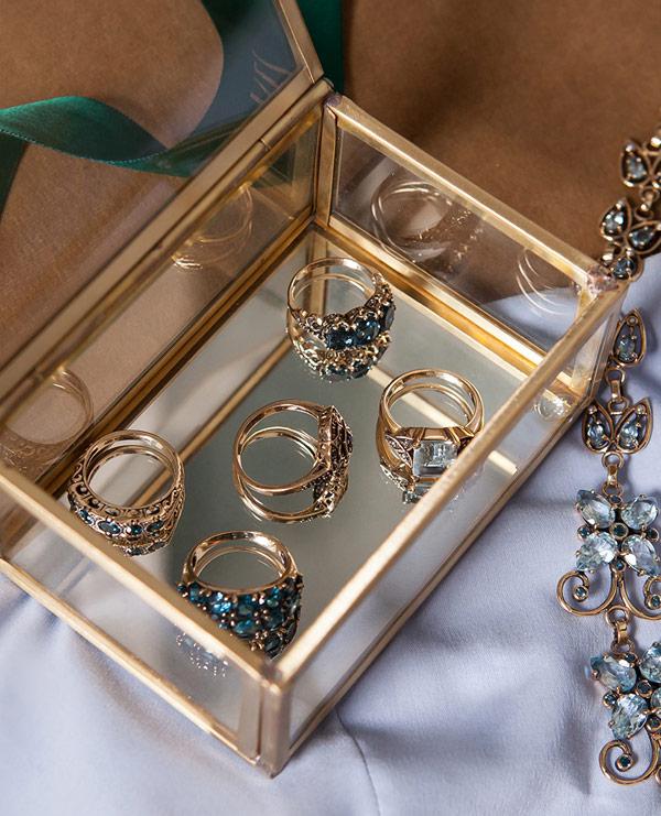 kolekcja-wiktorianska-zlote-pierscionki-szlachetne-kamienie-w-krolewskiej-oprawie